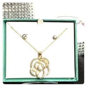 Jewelry - Gold/ Crystal Jewelry Set